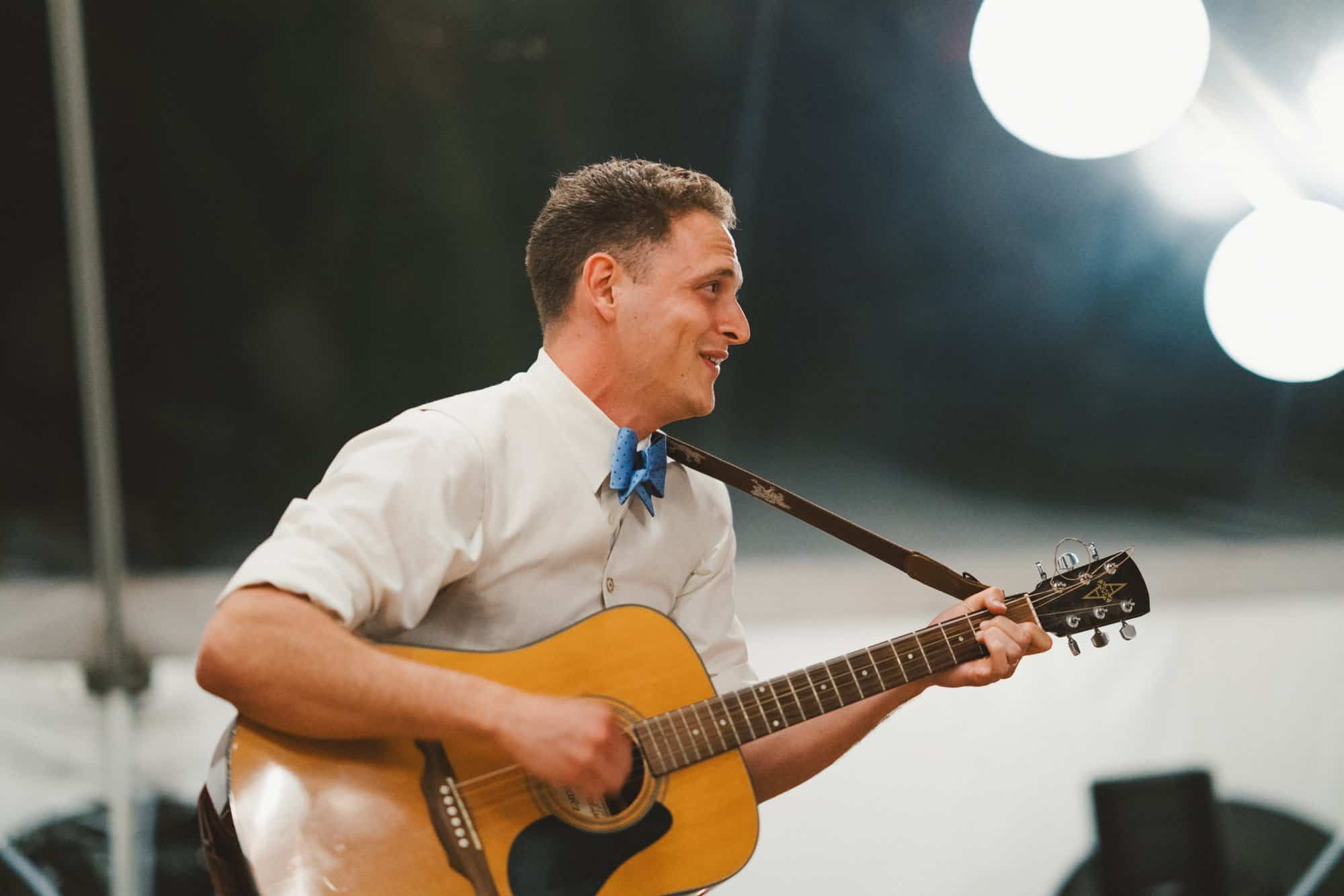 maui wedding groom playing guitar
